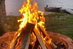 Grillplatsen vid Lönern lockar till fina dagar och kvällar vid sjön, året runt!